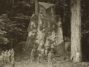 [تصویر: bohemian-grove-owl-ceremony-day-bw.jpg]